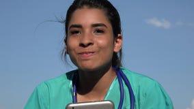 Giovane infermiere femminile Talking archivi video
