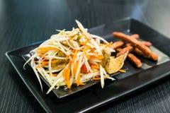Giovane insalata tailandese della papaia immagine stock