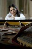 Giovane insegnante di piano Fotografie Stock