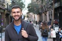 Giovane intestazione maschio felice all'università Fotografia Stock Libera da Diritti