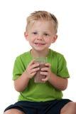 Giovane latte al cioccolato della holding del ragazzo su bianco Fotografia Stock