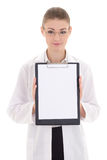 Giovane lavagna per appunti attraente della tenuta di medico della donna con copyspace i Immagini Stock