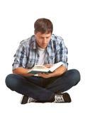Giovane lettura dell'allievo Fotografia Stock