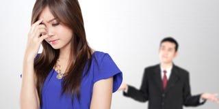 Giovane litigare asiatico delle coppie di affari Fotografia Stock