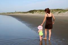 Giovane madre felice con la figlia Fotografia Stock