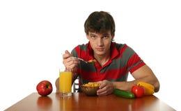 Giovane mangiatore di uomini sexy la sua prima colazione fotografia stock