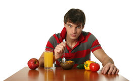 Giovane mangiatore di uomini sexy la sua prima colazione fotografie stock libere da diritti