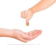 Giovane mano del ragazzo che dà una carità immagine stock