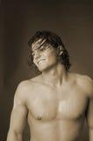 Giovane maschio con capelli lunghi Fotografie Stock