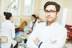 Giovane medico asiatico del dentista Fotografia Stock