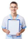 Giovane medico che mostra lavagna per appunti vuota Immagini Stock