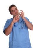 Giovane medico dell'allievo con la sua prima siringa immagini stock