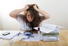 Giovane medico femminile arrabbiato fotografie stock