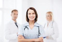 Giovane medico femminile con lo stetoscopio Fotografie Stock Libere da Diritti