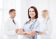 Giovane medico femminile con lo stetoscopio Immagini Stock