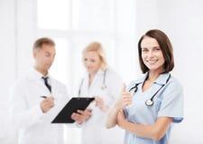 Giovane medico femminile con lo stetoscopio Immagini Stock Libere da Diritti
