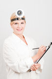 Giovane medico femminile professionista con il taccuino Immagine Stock Libera da Diritti