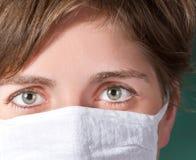 Giovane medico nella mascherina Fotografia Stock Libera da Diritti