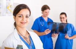 Giovane medico preoccupantesi Immagini Stock Libere da Diritti