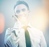 Giovane modello bello elegante. Ritratto dipinto digitale multicolore di immagine di giovane uomo d'affari attraente. immagini stock