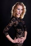 Giovane modello splendido in un vestito dal merletto Fotografie Stock Libere da Diritti