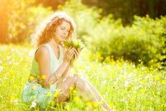 Giovane molla o donna di modo di estate in molla di salto l del giardino Immagine Stock Libera da Diritti
