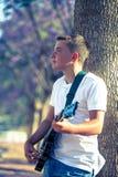 Giovane musicista con una chitarra Immagine Stock Libera da Diritti