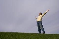 Giovane nell'erba Fotografia Stock Libera da Diritti