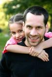 Giovane padre e la sua figlia Fotografia Stock