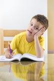 Giovane pensiero dello scolaro Fotografia Stock