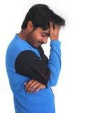 Giovane persona maschio nell'umore tenebroso fotografie stock libere da diritti