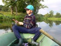 Giovane pesca del ragazzo Fotografie Stock Libere da Diritti