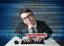 Giovane pirata informatico del geek che ruba parola d'ordine Immagini Stock Libere da Diritti