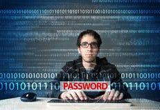 Giovane pirata informatico del geek che ruba parola d'ordine Immagini Stock