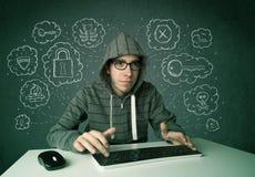 Giovane pirata informatico del nerd con il virus ed i pensieri di incisione Fotografia Stock Libera da Diritti
