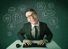 Giovane pirata informatico del nerd con il virus ed i pensieri di incisione Fotografia Stock