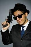 Giovane in pistola a strisce classica della tenuta del costume Immagini Stock Libere da Diritti