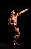 Giovane posizione del bodybuilder Fotografie Stock