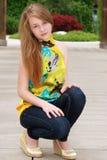 Giovane posizione femminile teenager Immagine Stock