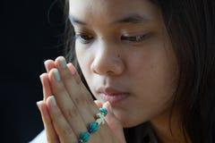 Giovane preghiera Fotografie Stock Libere da Diritti