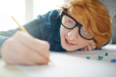 Giovane progettista ispirato Drawing Fotografia Stock Libera da Diritti