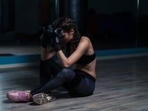 Giovane pugile turbato del combattente dopo avere allentato lotta Fotografia Stock