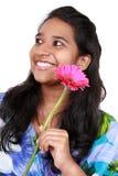 Giovane ragazza asiatica con un sorriso piacevole. Fotografia Stock Libera da Diritti