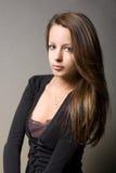 Giovane ragazza contemplativa del brunette. Immagini Stock
