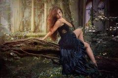 Giovane ragazza del goth con i capelli rossi Fotografie Stock