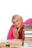 Giovane ragazza dell'allievo con i lotti dei libri Fotografia Stock Libera da Diritti