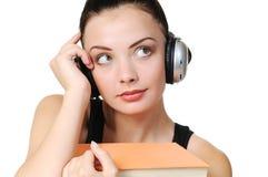 Giovane ragazza dell'allievo con le cuffie con i libri Fotografia Stock