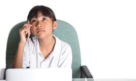 Giovane ragazza della scuola con il computer portatile III Fotografie Stock