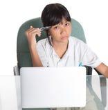 Giovane ragazza della scuola con il computer portatile IV Fotografia Stock Libera da Diritti