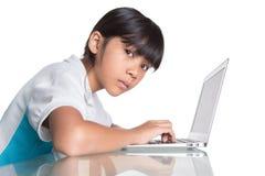 Giovane ragazza della scuola con il computer portatile VIII Fotografia Stock